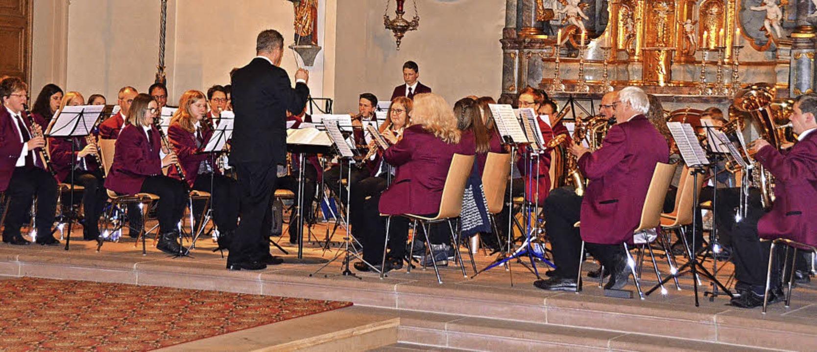 Der Musikverein Oberhausen spielte unt...alisch anspruchsvolles Kirchenkonzert.  | Foto: Jörg Schimanski