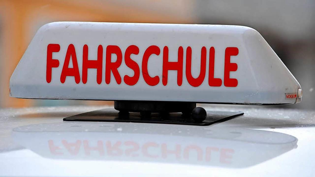 Fahrschulen haben es schwer, Fahrlehre...Ämtern fehlt es ebenfalls an Personal.  | Foto: Frank Leonhardt
