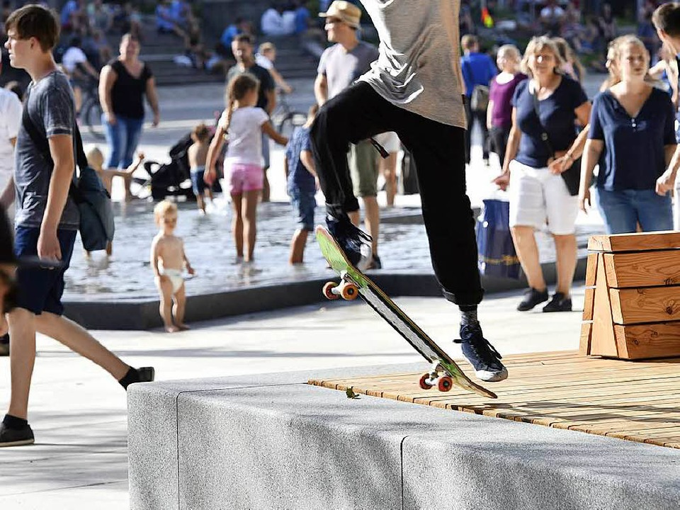 Ein Skater auf dem Platz der Alten Synagoge  | Foto: Thomas Kunz