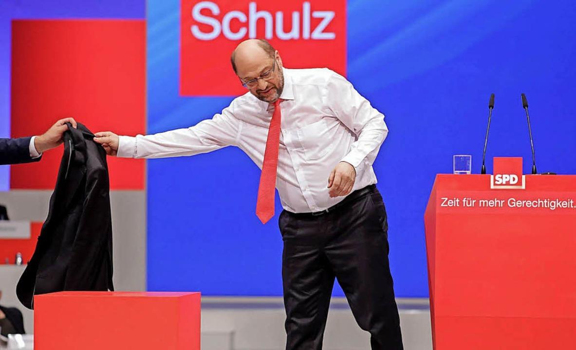 Der SPD-Vorsitzende Martin Schulz (hier im Juni in Dortmund) steht unter Druck.   | Foto: dpa
