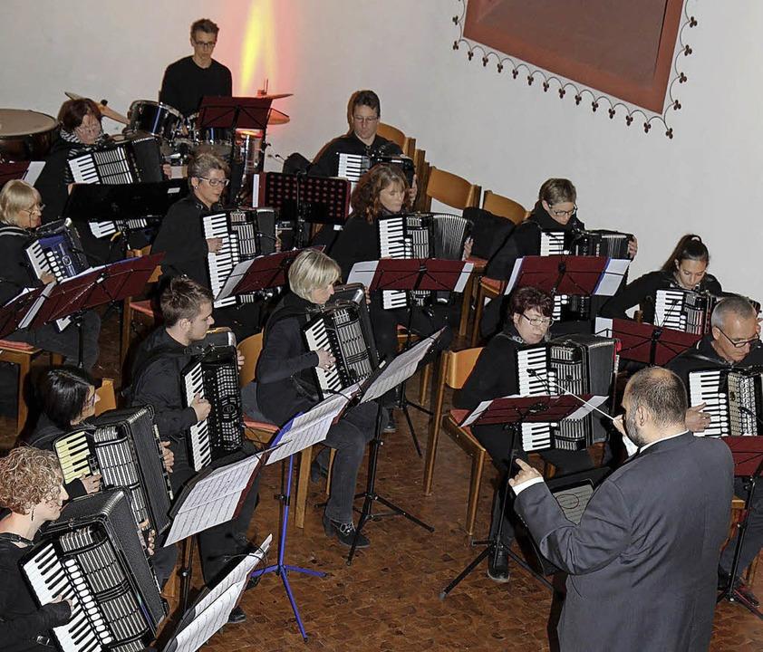 Die  Chorfreunde Sexau und der Akkorde...iller und Ronny Fugmann beim  Konzert   | Foto: Dagmar Barber