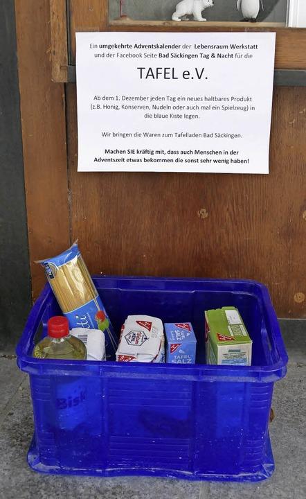 Die blaue Spendenbox steht an der Wernergasse 2.   | Foto: Theresa Steudel