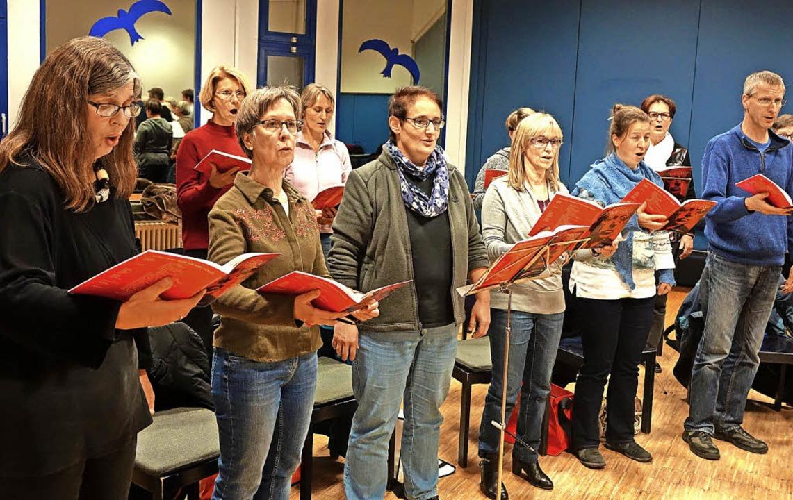 Die evangelische Kantorei  studiert fü...ens und die Messe von Strawinsky ein.     Foto: Roswitha Frey