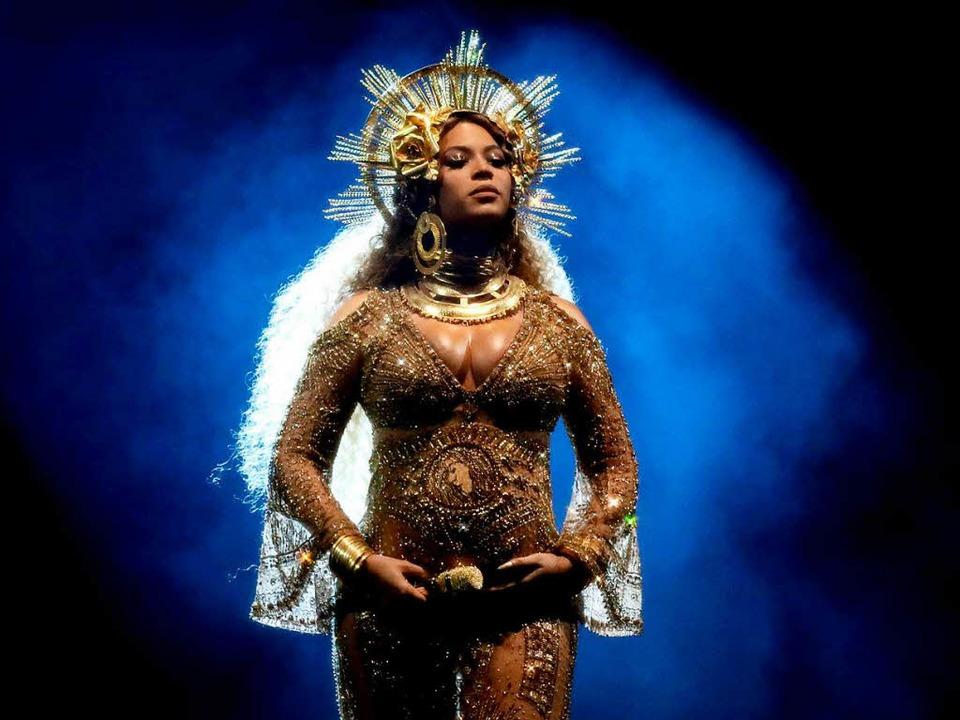 Beyoncé präsentierte bei ihrem Grammy-...Lieder, sondern auch ihren Baby-Bauch.  | Foto: dpa