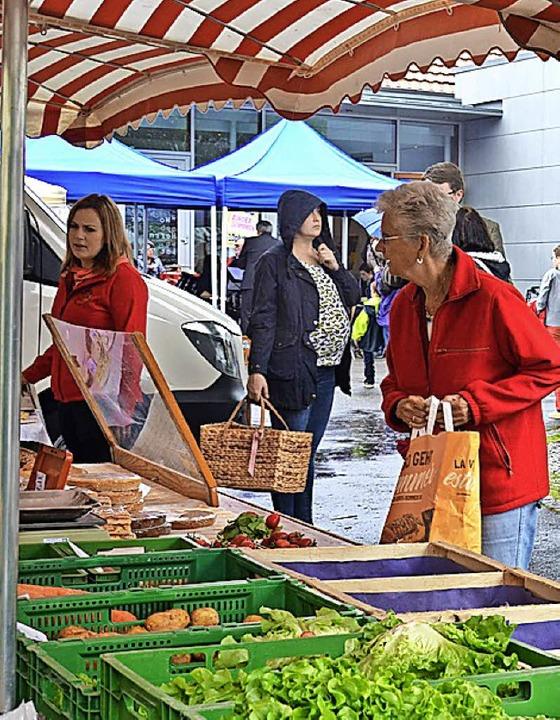 Auf dem Wochenmarkt gibt es frische Waren.   | Foto: Weber-Kroker