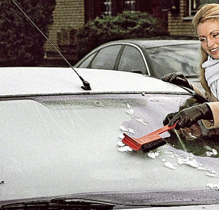 Zugefrorene Autos sind eine Herausforderung.   | Foto: dpa