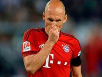 Welchen Zweck haben die engen Trikots, die Fußballspieler wie Arjen Robben tragen?