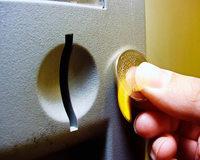 Hilft es, eine Münze am Automaten zu reiben, damit sie nicht durchfällt?