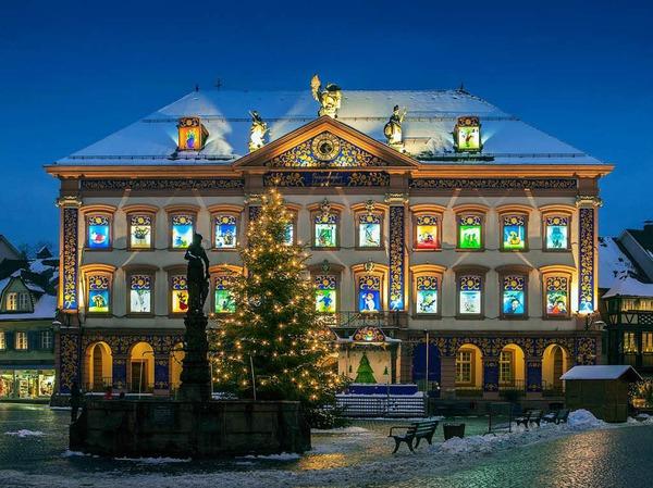 Adventskalenderhaus Gengenbach mit Adventsmarkt