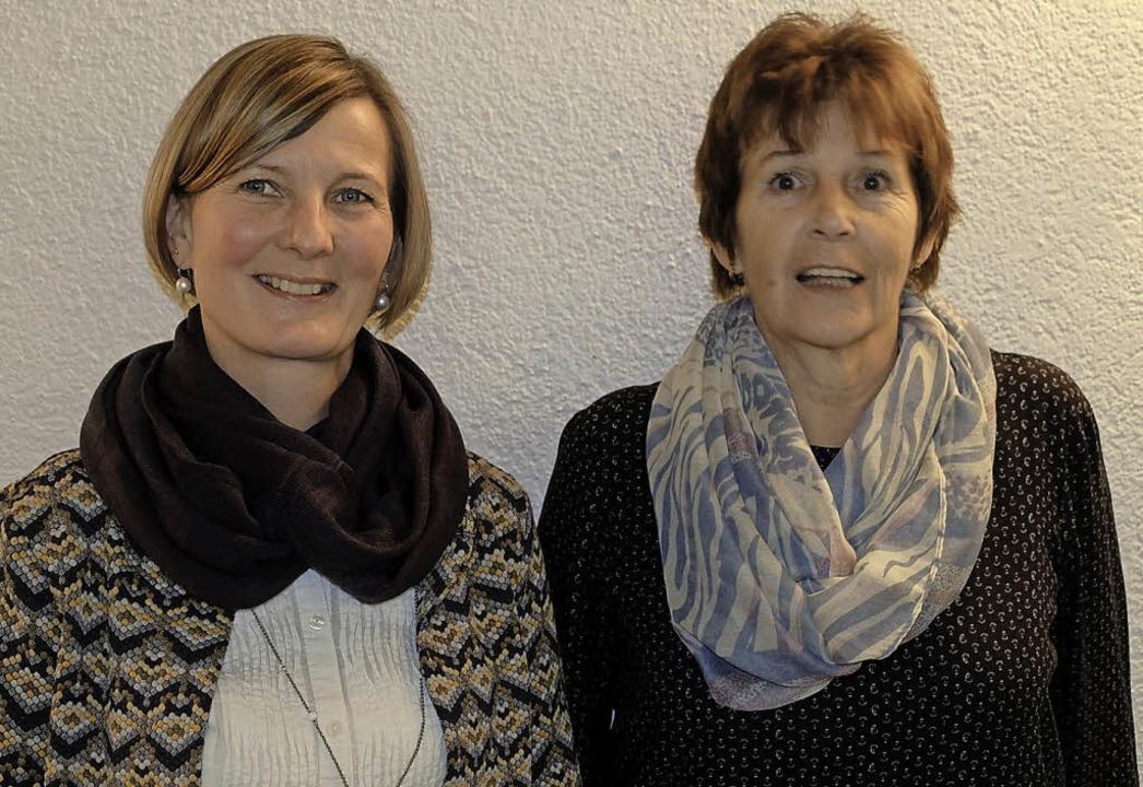 Vorsitzende Claudia Pabst (links) und ...#8220; für das Schwimmbad Stühlingen.     Foto: Dietmar Noeske