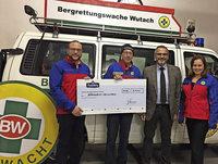 Bergwacht Wutach freut sich über Spendenscheck