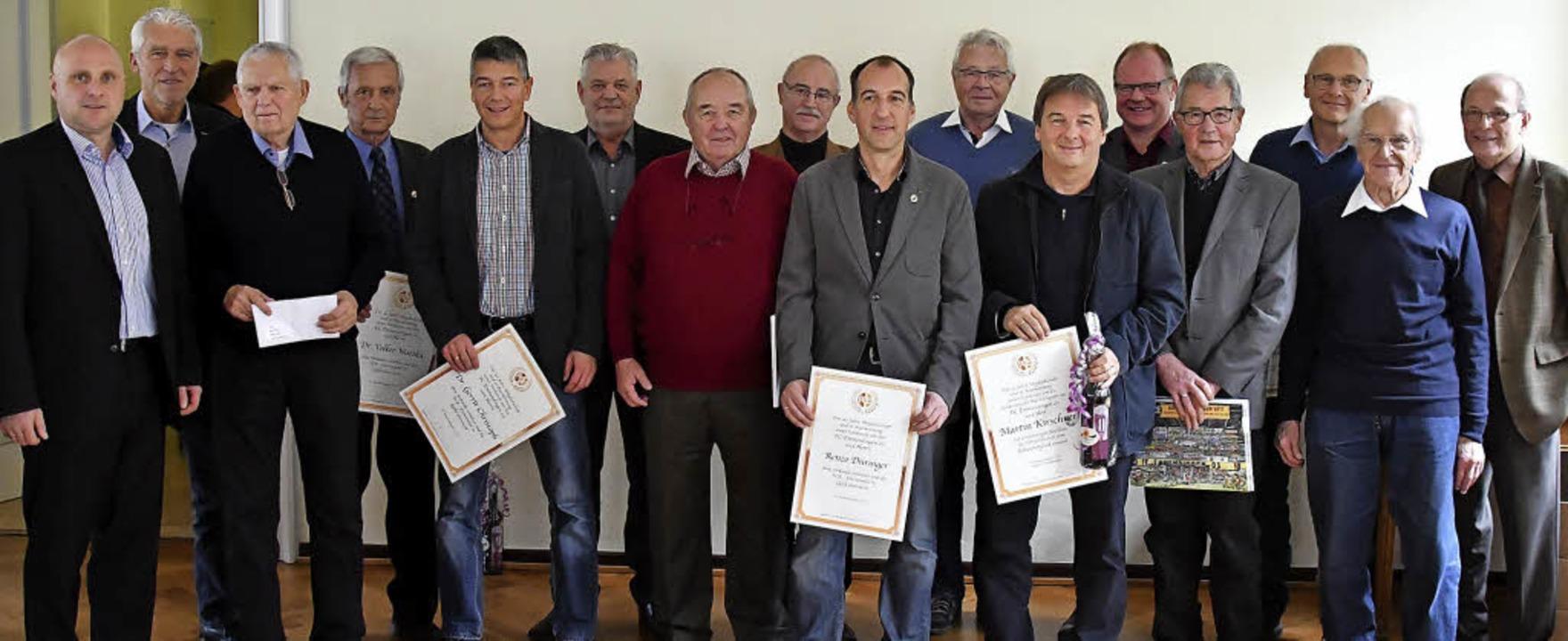 Den langjährigen Mitgliedern des FC Emmendingen war der Ehrentag gewidmet.    Foto: Verein