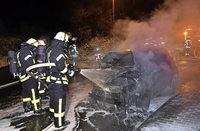 Vier Autos gehen in Flammen auf