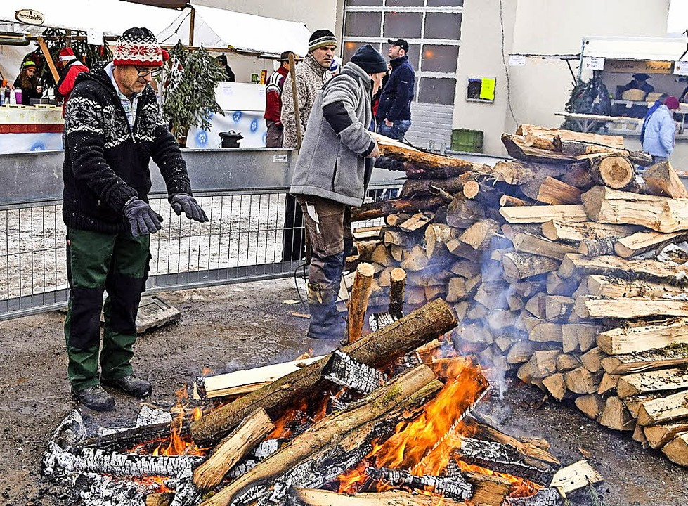Ein Lagerfeuer in Präg spendete Wärme.  | Foto: jäger (3)
