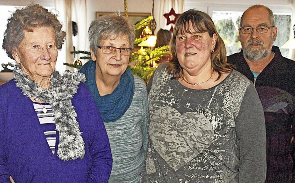 Für 25-jährige Mitgliedschaft beim VdK...re Ilge und Manfred Hansen (von links)    Foto: Karin Stöckl-Steinebrunner