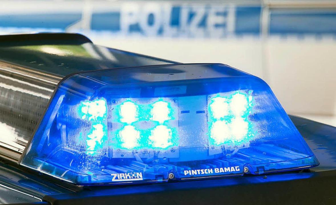 Am Freitagabend wurde laut Mitteilung ...der Alten Wehrer Straße eingebrochen.   | Foto: F.  Gentsch (dpa)