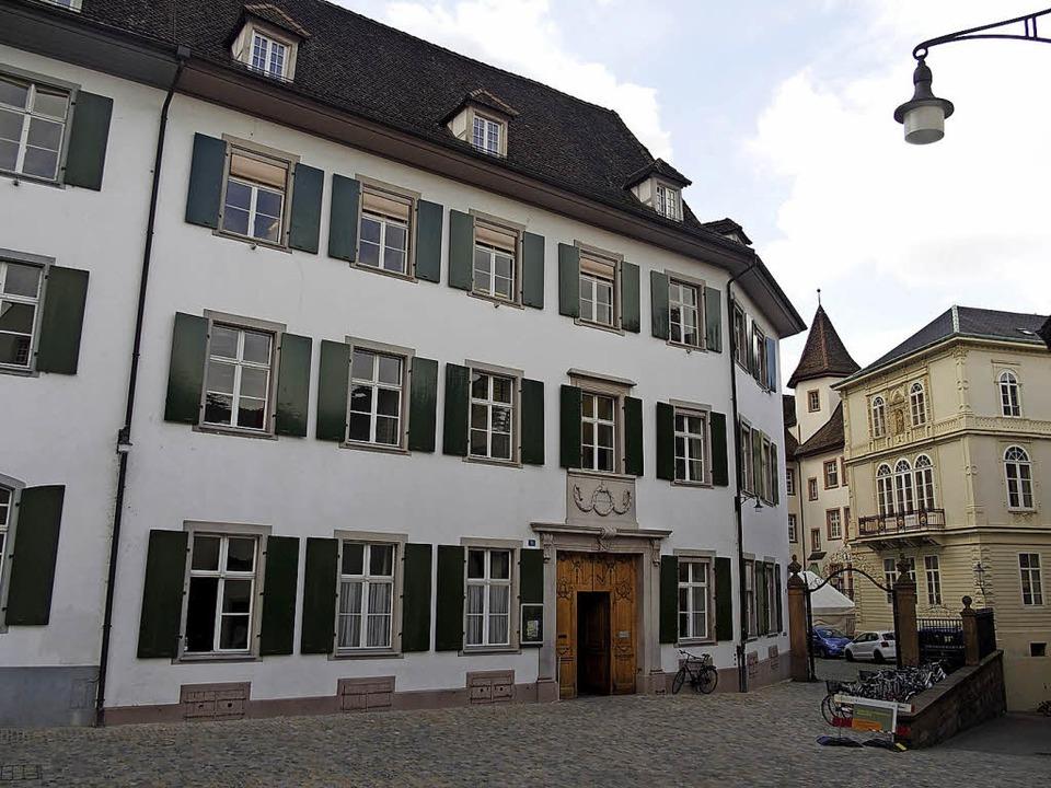 Der Falkensteinerhof am Basler Münsterplatz   | Foto: Leo Merz (SCNAT)