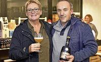Veronique Reynaert und Uwe Fossler brauen gemeinsam ein obergäriges Bier