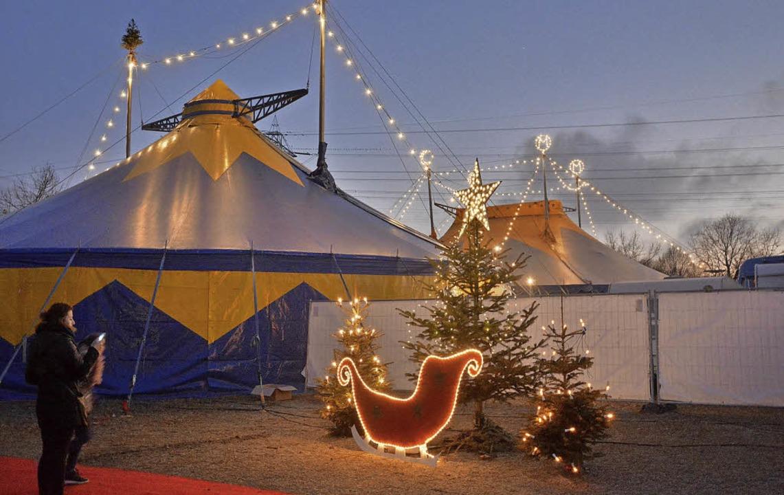 Gemütliche und festlich ist die  Atmosphäre beim Lörracher Weihnachtscircus.   | Foto: Barbara Ruda
