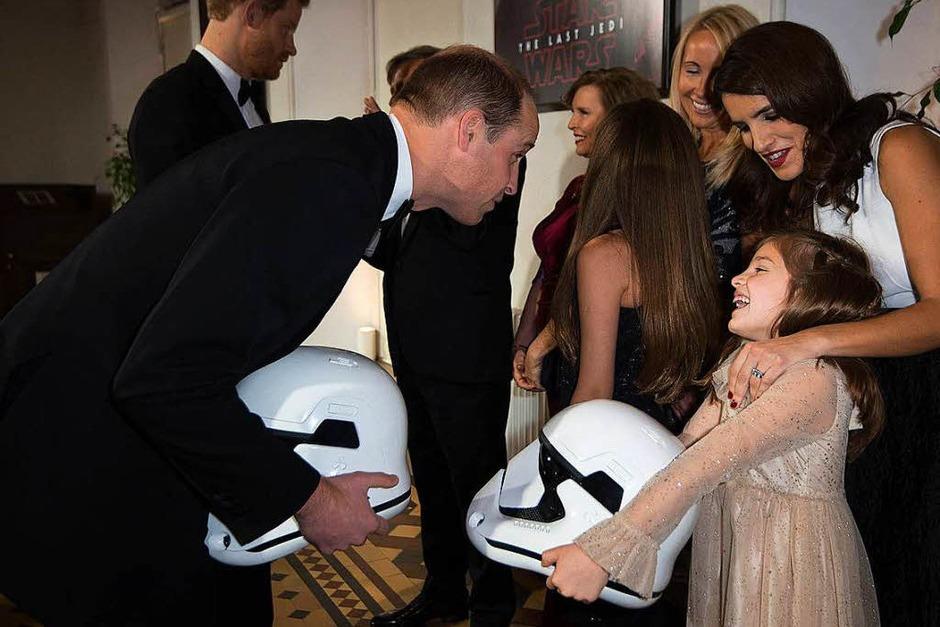 Prinz William spricht mit einem Star Wars-Fan (Foto: AFP)