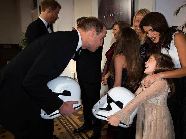 Prinz William spricht mit einem Star Wars-Fan