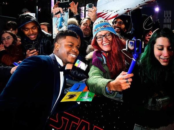 Schauspieler John Boyega mit Fans