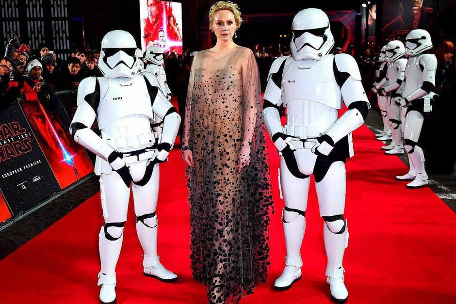 Schauspielerin Gwendoline Christie mit Stormtroopern (Foto: dpa)