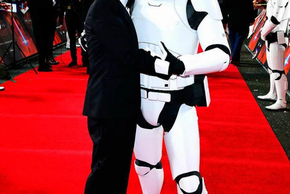 Schauspieler Anthony Daniels mit Stormtrooper (Foto: dpa)