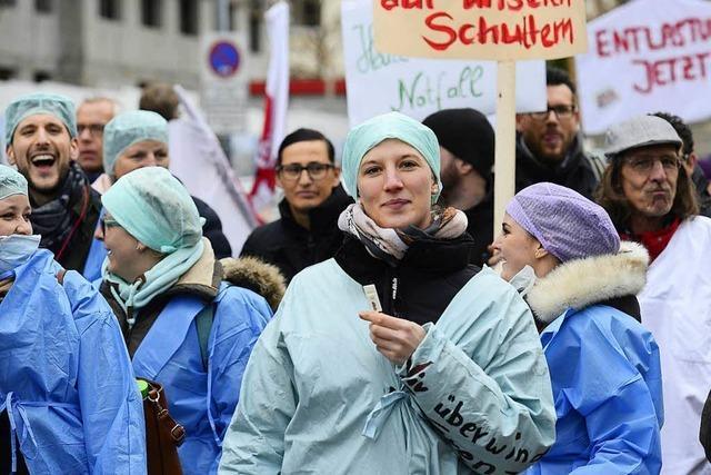 Video: Darum gehen Pflegekräfte in Freiburg auf die Straße