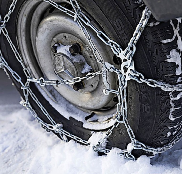 Schneeketten bringen  im Winter mehr Traktion.   | Foto: dpa