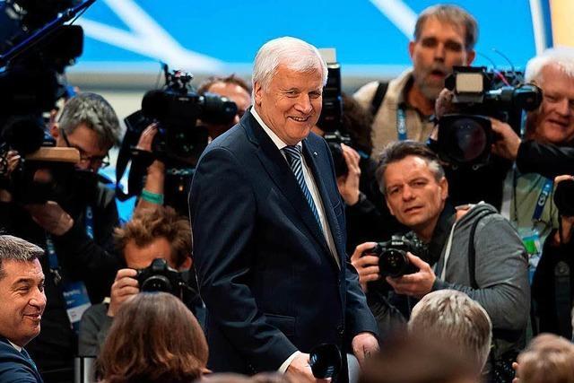 Basis bestätigt: Horst Seehofer bleibt Vorsitzender der CSU