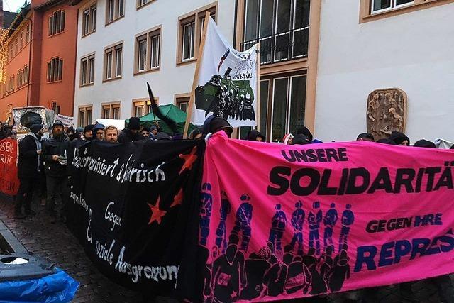 200 Demonstranten auf dem Freiburger Weihnachtsmarkt