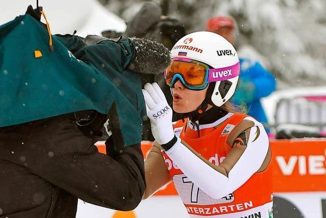Schnee und weite Sprünge gab's beim Weltcup der Skispringerinnen