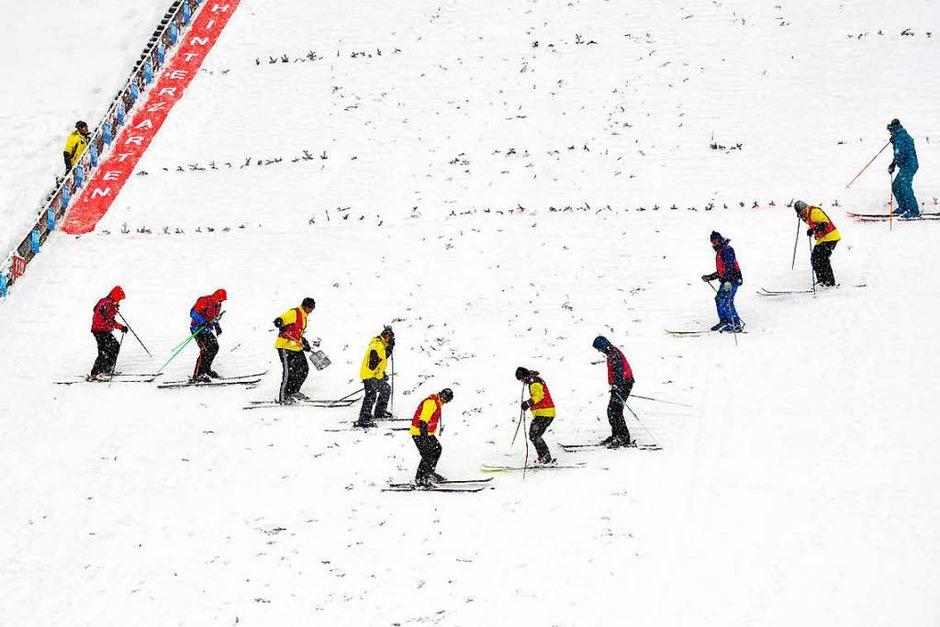 Mit viel Mut, großen Sprüngen und viel Spaß: Beim Weltcup der Skispringerinnen in Hinterzarten waren vor allem sportliche, spannende, aber auch bange und spaßige Momente geboten. (Foto: Wolfgang Scheu)