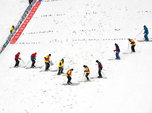 Mit viel Mut, großen Sprüngen und viel Spaß: Beim Weltcup der Skispringerinnen in Hinterzarten waren vor allem sportliche, spannende, aber auch bange und spaßige Momente geboten.