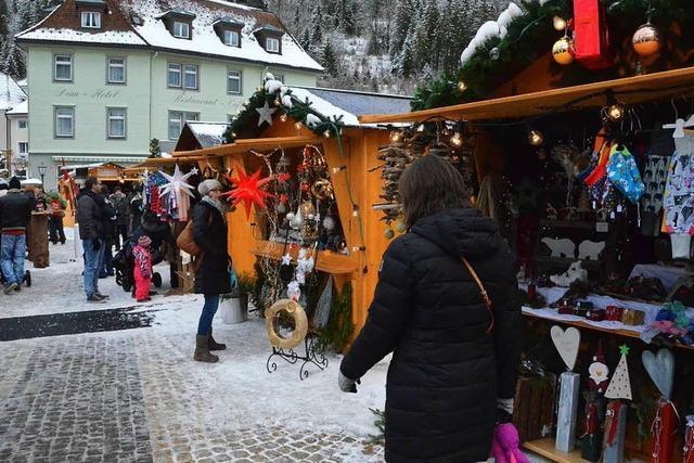 Beim Weihnachtsmarkt am Dom kann man genießen und mitmachen