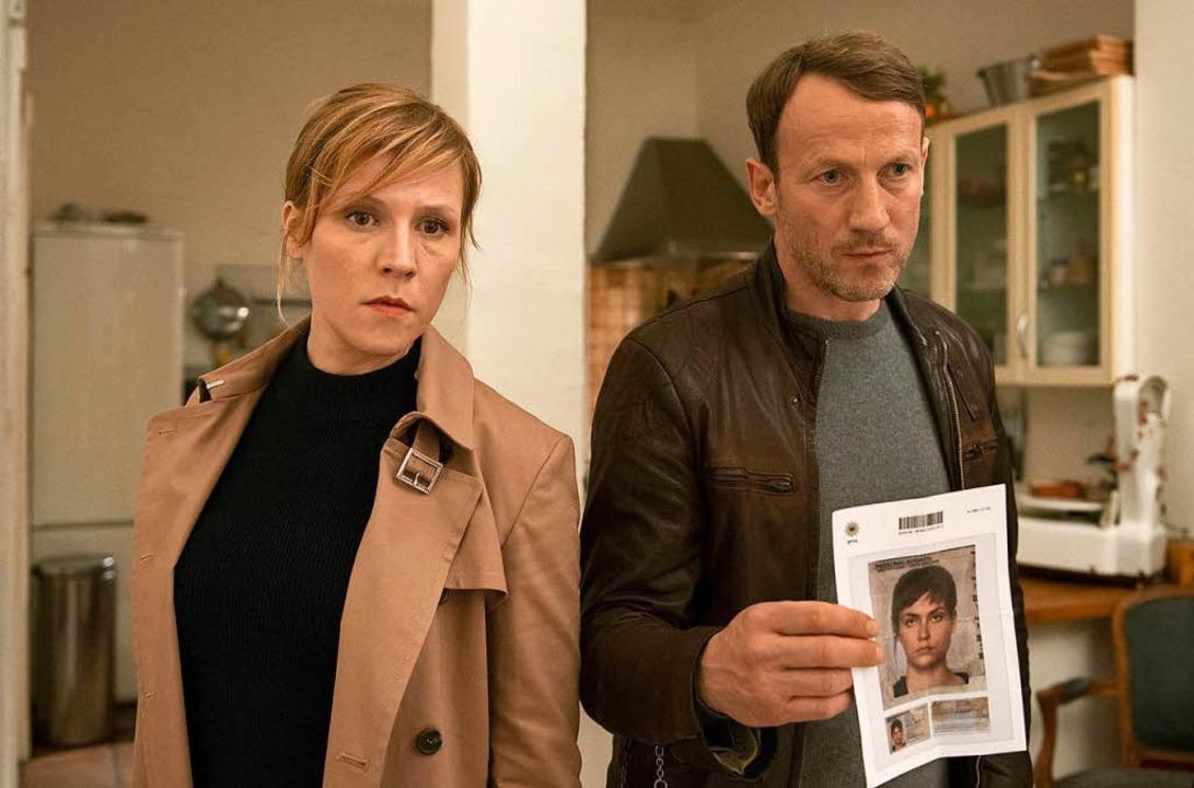 Die Kommissarin Grosz (Franziska Weisz...lke Möhring) suchen eine Verdächtige.     Foto: dpa