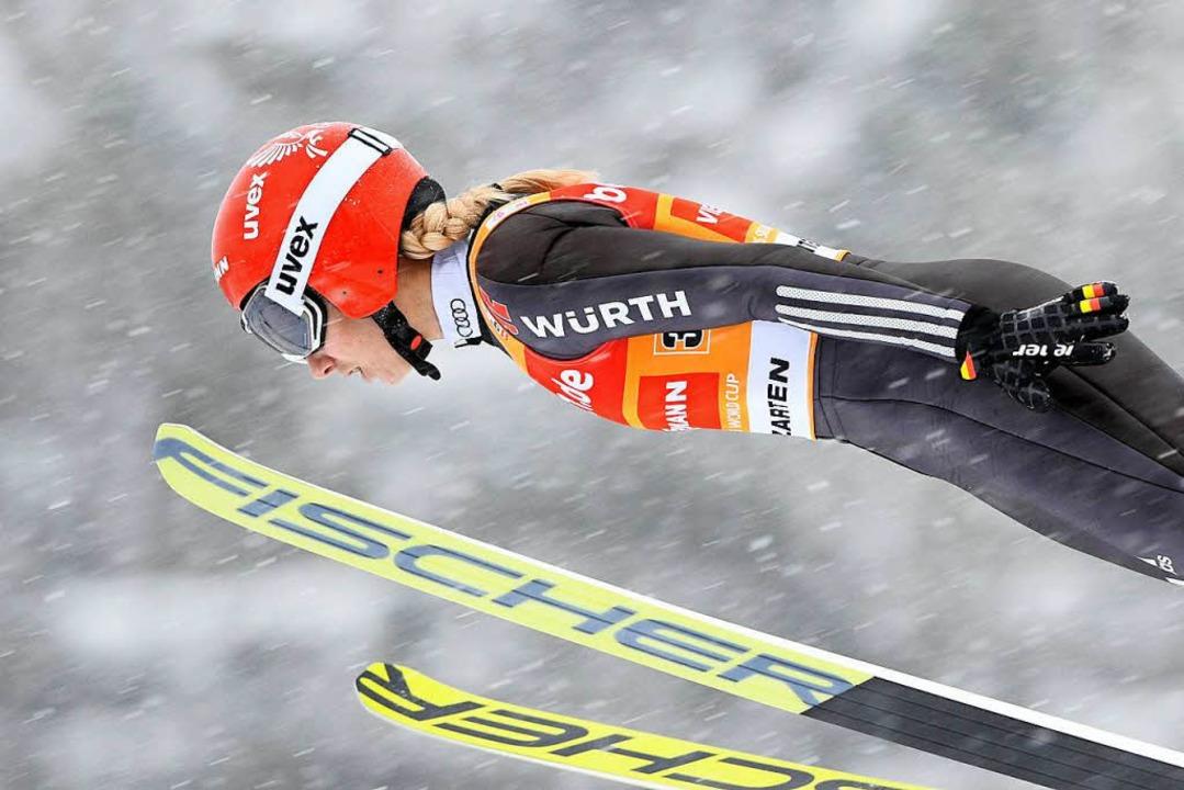 Svenja Würth, hier unmittelbar vor dem Sturz bei der Landung in Hinterzarten    Foto: dpa