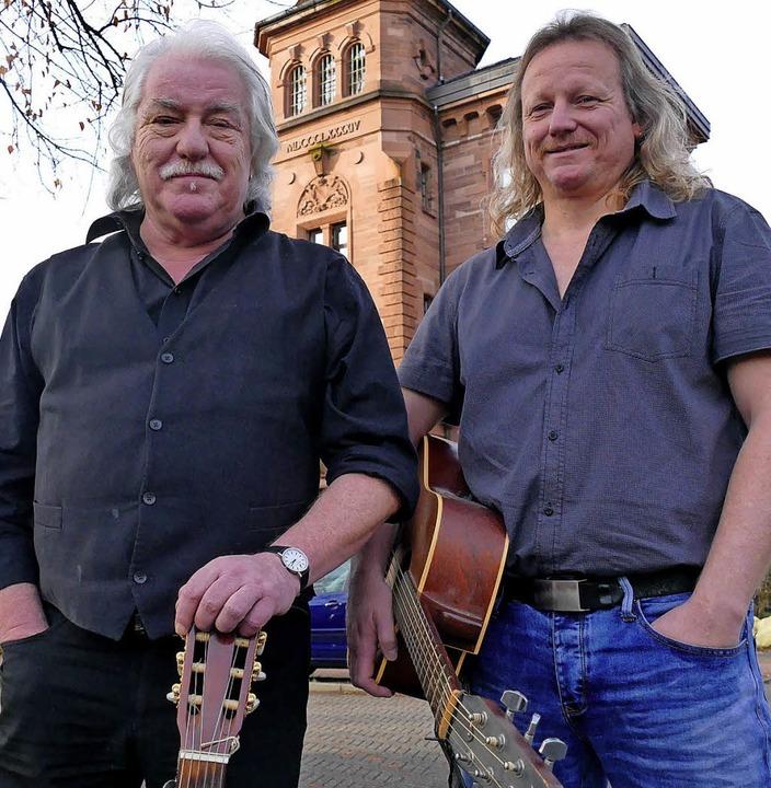 Zwei Brüder an der Gitarre: Jeannot und Christian Weißenberger   | Foto: Hönig