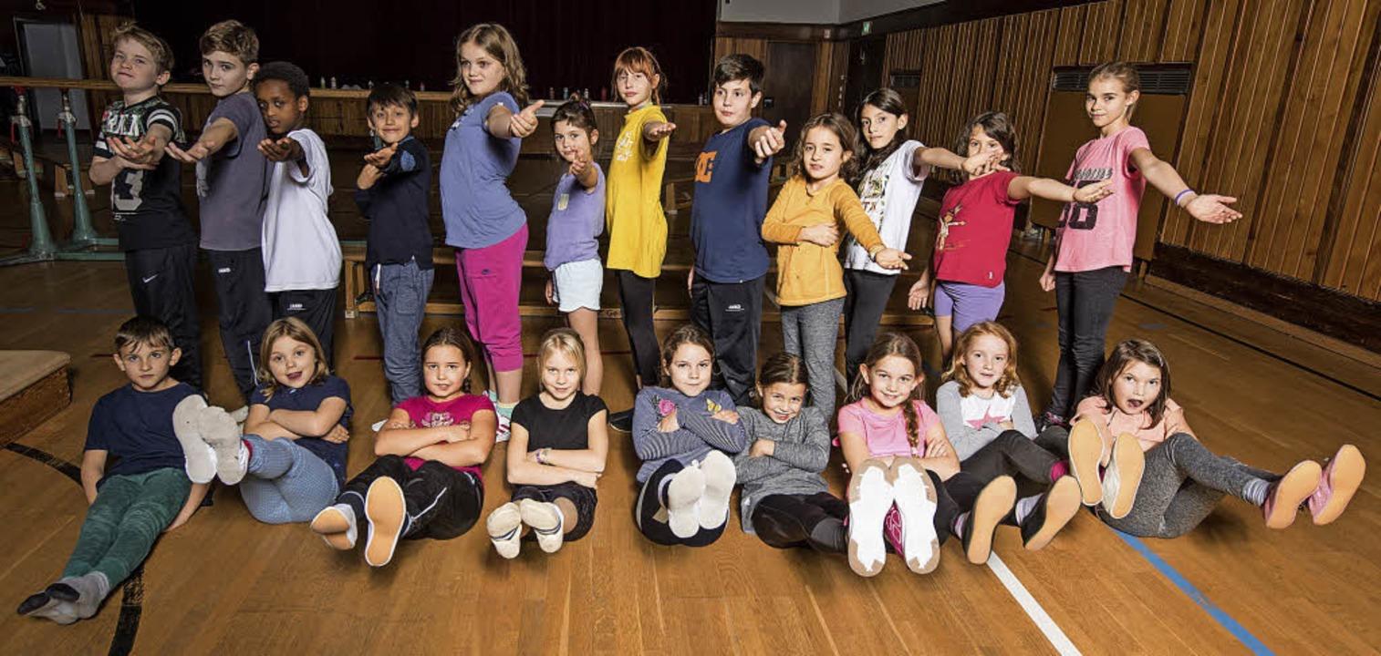 Kinder aus verschiedenen Gruppen des T... trainieren für ihren großen Auftritt.    Foto: Patrick Seeger
