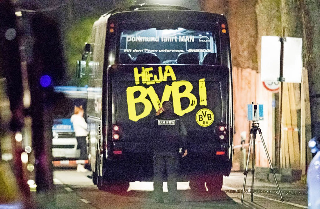 Der Dortmunder Mannschaftsbus nach dem Anschlag