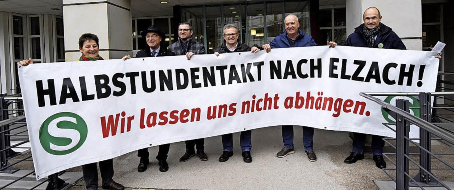 Deutlich ermahnten Elztäler Verkehrsmi...taktes nicht im Regen stehen zu lassen  | Foto: Markus Zimmermann