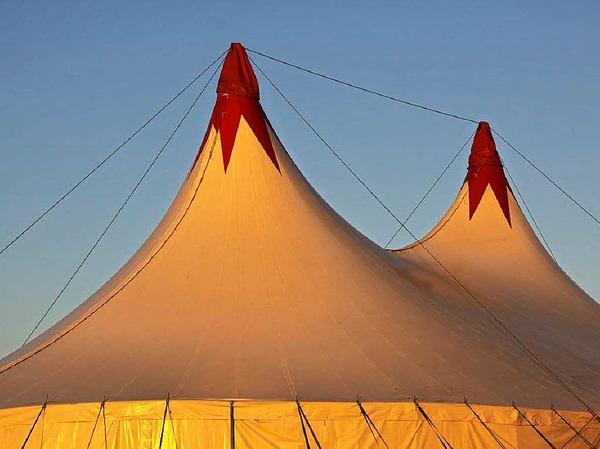 Unter dem Zeltdach des Circolo wird alle Jahre wieder Artistik geboten.