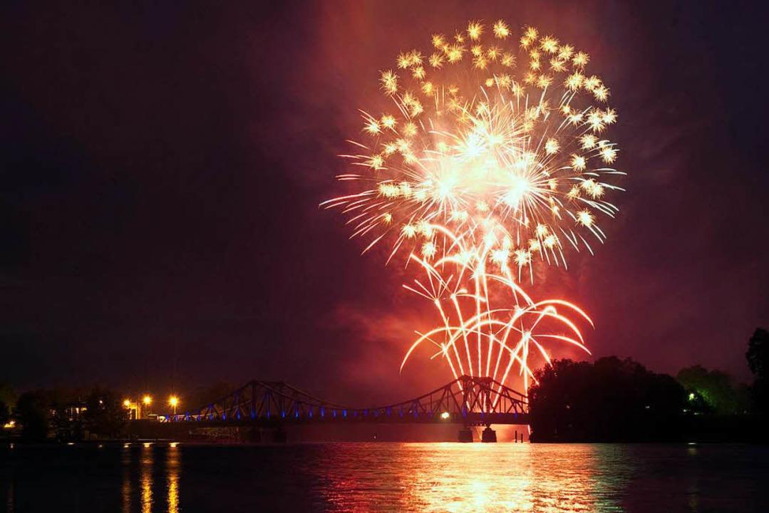 Feuerwerk an Silvester: Für manche eine Mordsgaudi, für andere Höllenqualen.  | Foto: dpa