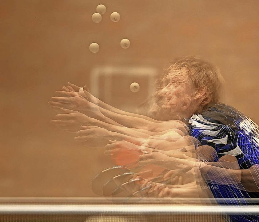 Trickreiche Angaben sind die halbe Mie...chnellen Rückschlagsport Tischtennis.   | Foto: Patrick Seeger