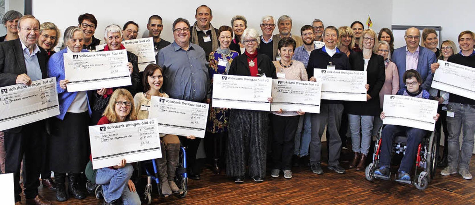 Spenden im Wert von mehr als 46000 Eur... von der Firma AHP Merkle übergeben.    | Foto: AHP Merkle