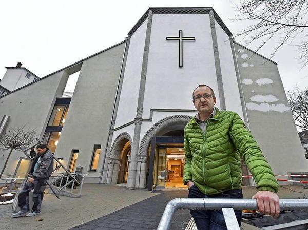 Diakon Norbert Aufrecht hat seinen ersten Gottesdienst in der frisch sanierten Kirche schon hinter sich - und freut sich auf weitere.