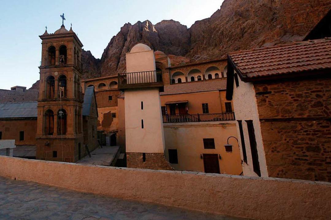 Das Katharinen-Kloster auf dem Sinai &... mehr als 3000 wertvolle Manuskripte.   | Foto: dpa