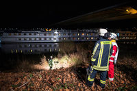 Basler Kreuzfahrtschiff rammt Autobahnbrücke bei Duisburg
