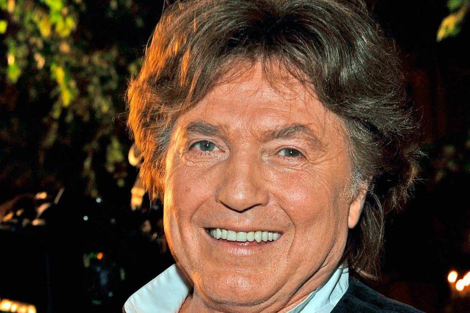 """Mit Hits wie """"Du kannst nicht immer 17 sein"""" wurde Chris Roberts, der eigentlich Christian Klusacek hieß, in den 1970er Jahren zur Schlagerlegende. Insgesamt verkaufte er rund elf Millionen Platten. Auch als Schauspieler war er beliebt. Mit 73 Jahren verstarb auch er 2017. (Foto: dpa)"""